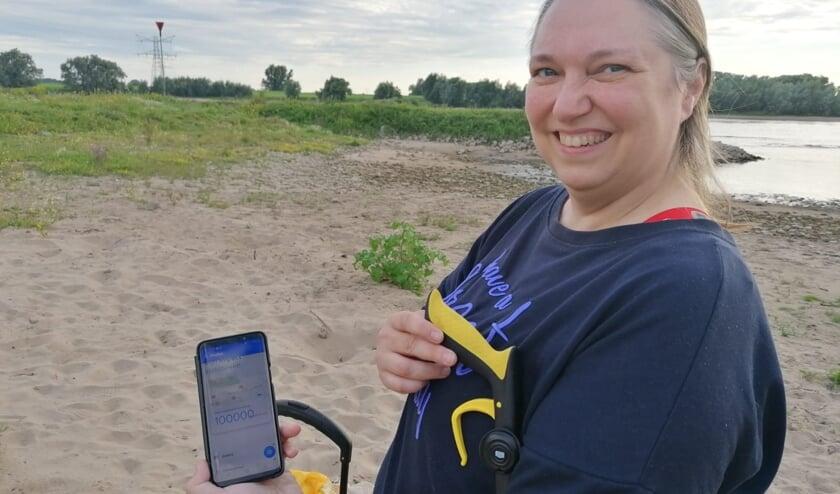 • Ingrid van Os met de app op haar telefoon.