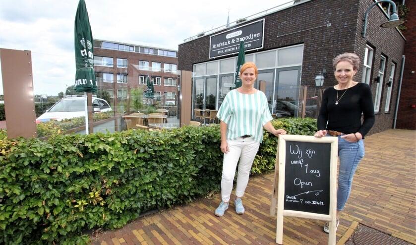 • Tineke Helleman en Jeannette Gelderblom voor hun eetcafé Biefstuk & Broodjes.