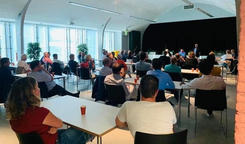 • De zaal in De Spil zat vol tijdens de vergadering van Klankbordgroep Bleskensgraaf.