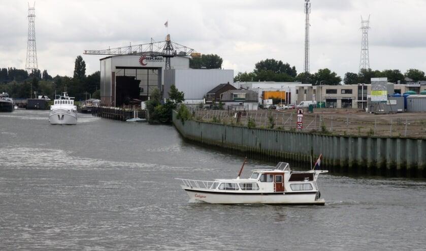 • Het voormalige EMK-terrein, gezien vanaf de Nijverheidstraat in Capelle aan den IJssel.
