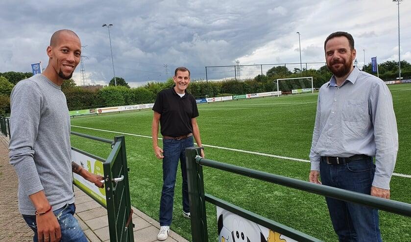 • Ryan Koolwijk (links) gaat vv Lekkerkerk het komend seizoen een handje helpen.