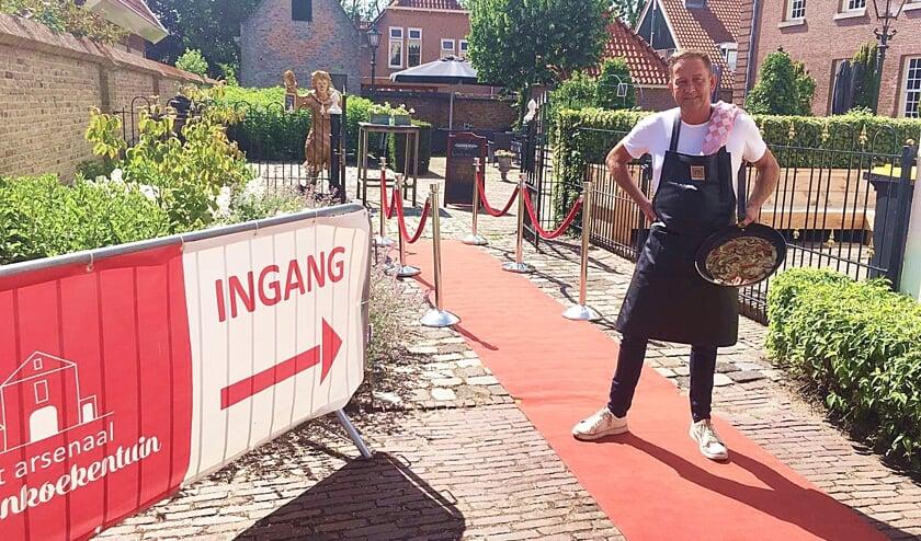 • Arie van den Nieuwendijk bij het Arsenaal.