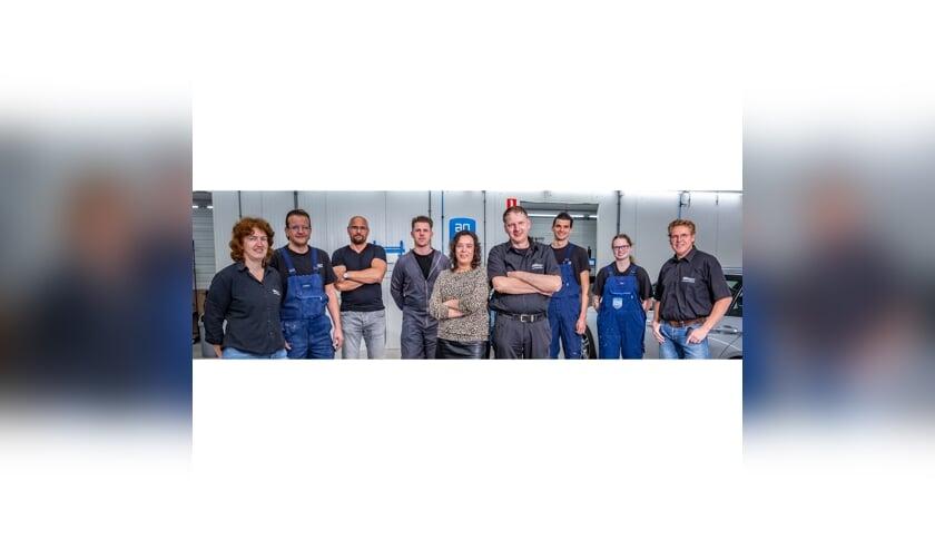 Het nieuwe team van Van Willegen Autoschade.