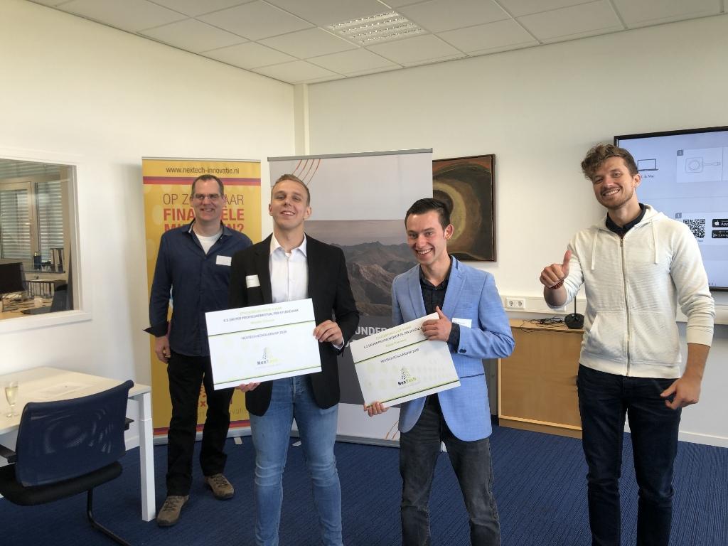 • Wouter Cijsouw en Tobias  Steevensz uit 6 VWO waren de twee winnaars van het  Willem de Zwijger College. Foto: Aangeleverd © Klaroen