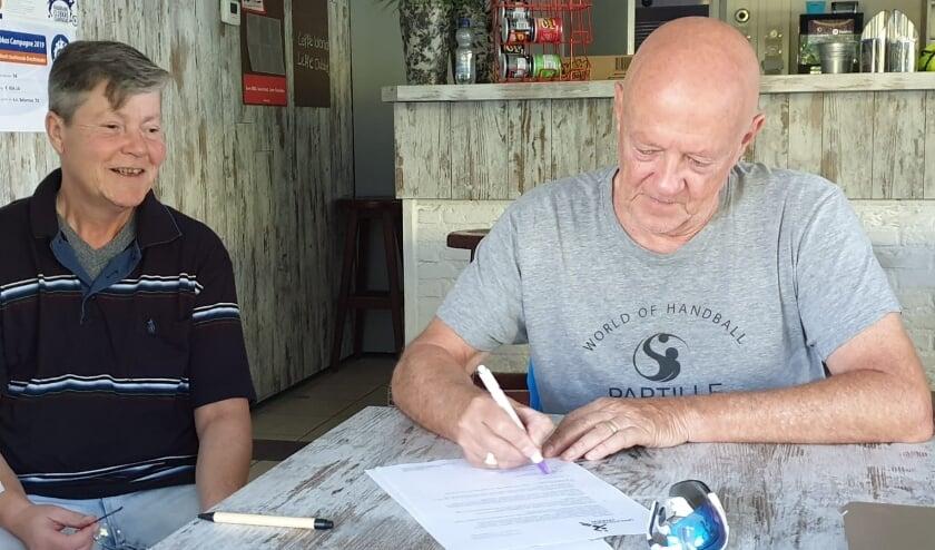 • Contract ondertekening met Maritte Mittelmeijer.
