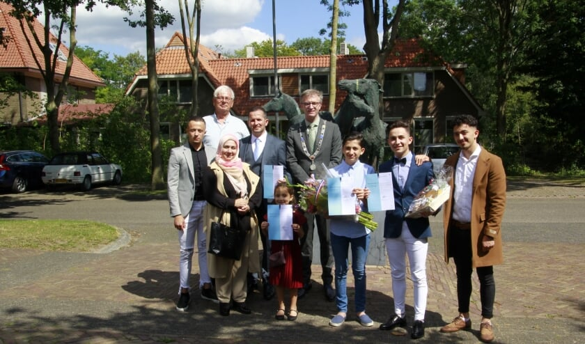 Loco-burgemeester Ed Goossens ging ook op de foto met de inwoners