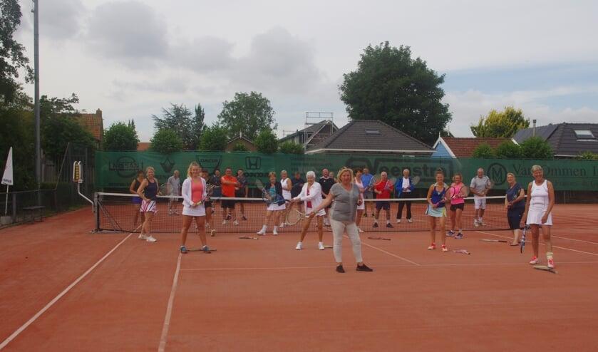 • Opening van het 'Gezelligheidstoernooi' in Ouderkerk aan den IJssel.