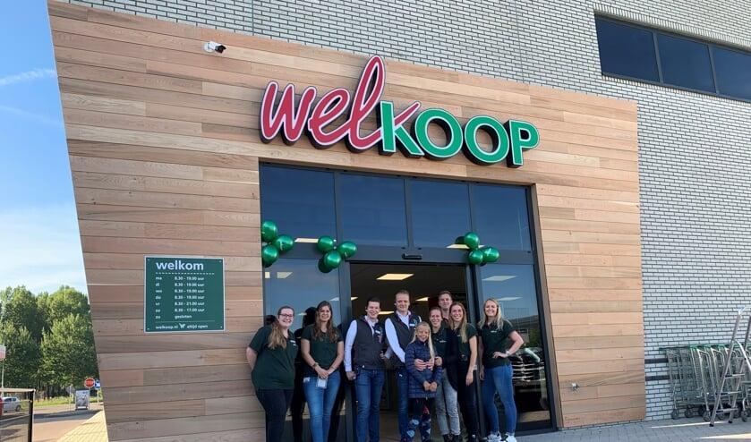 • Het team van Welkoop voor de nieuwe winkel.
