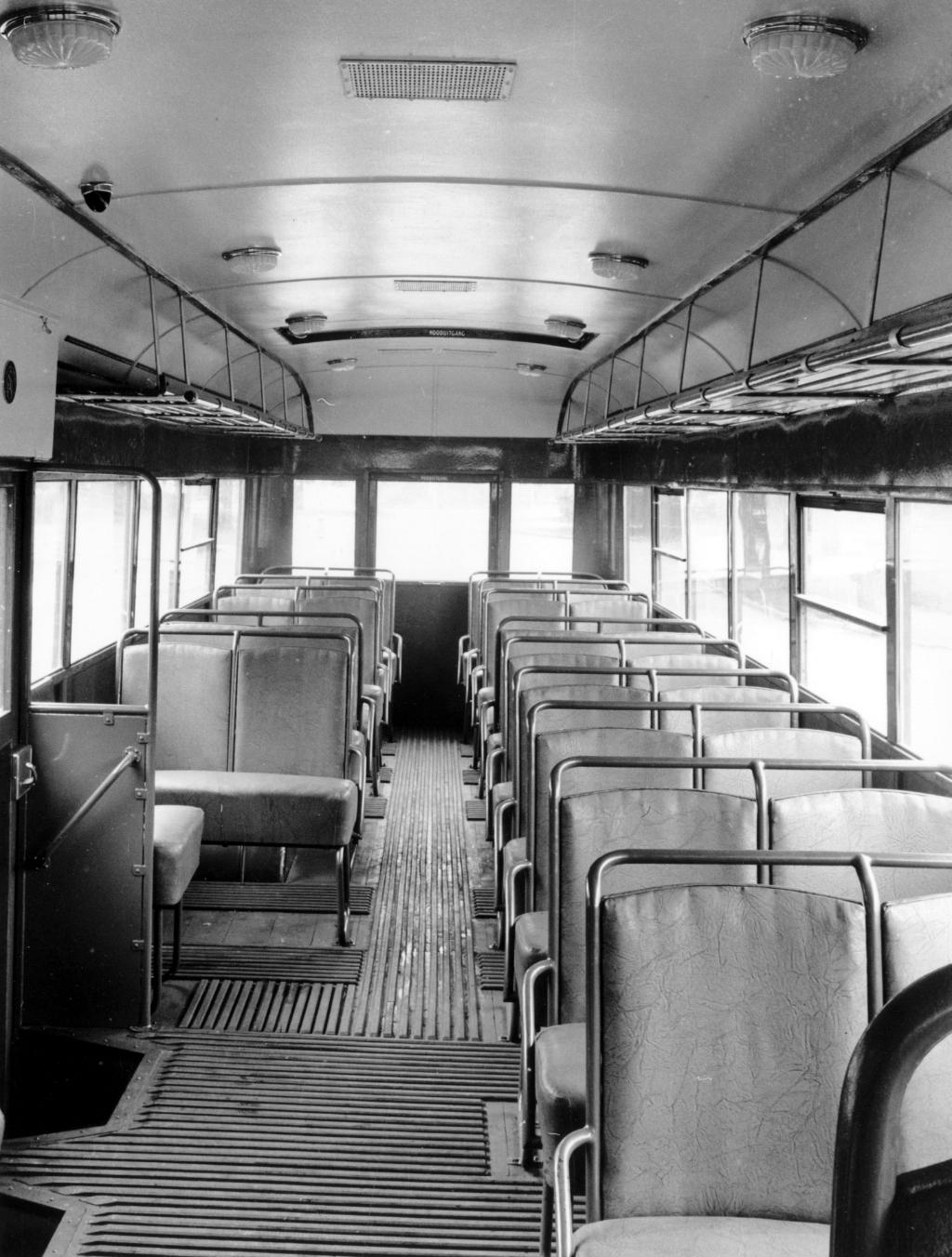 Het interieur van een Crossley-bus eind jaren veertig. Foto: Aangeleverd © Klaroen