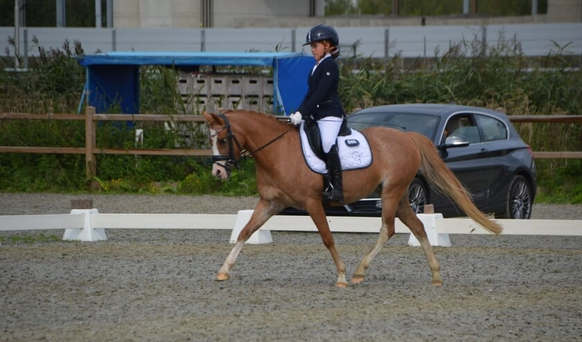 Faye Groeneveld en haar pony Rondo Talent.