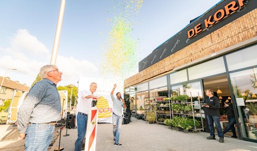 • De feestelijke onthulling van het nieuwe logo van winkelcentrum De Korf.