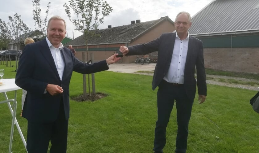 • Jan Dekker (r) krijgt de Zilveren CDA-speld.