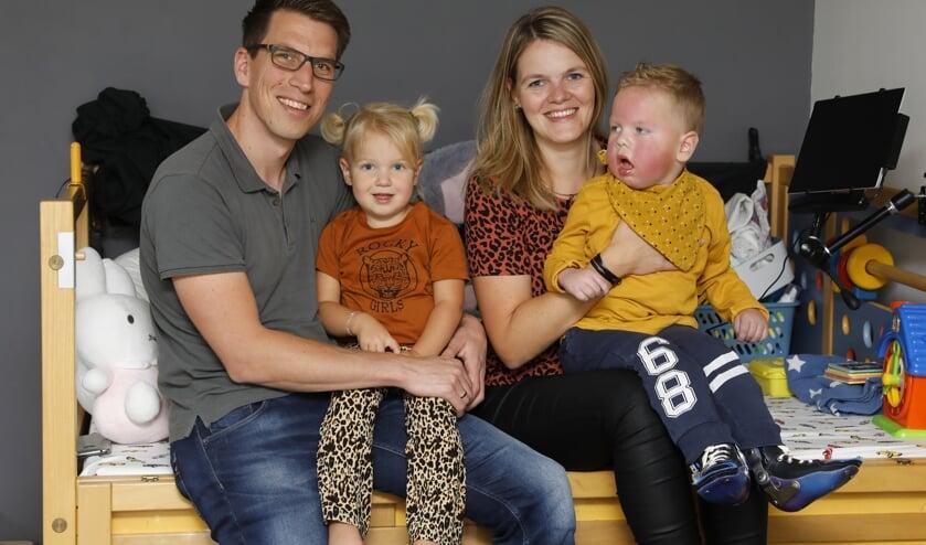 • Johan en Pauline van der Dussen met Jinthe en Mischa.