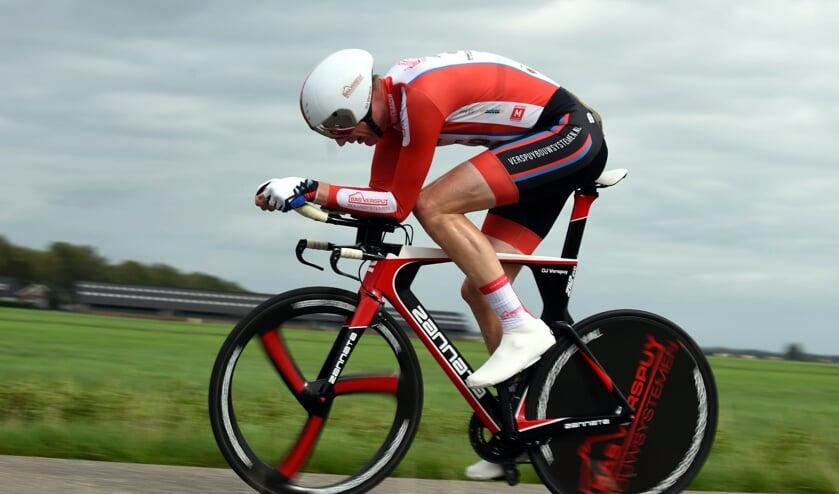 • Dirk Jan Verspuij in volle vaart op weg naar de overwinning.