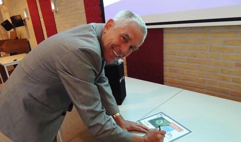 • Wethouder Verweij tekent voor de doortrapgemeente.