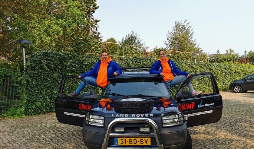 Team Landmuis met Manon van Ewijk uit Meeuwen (l) en Djerie van Stratum uit Loon op Zand bij hun auto.