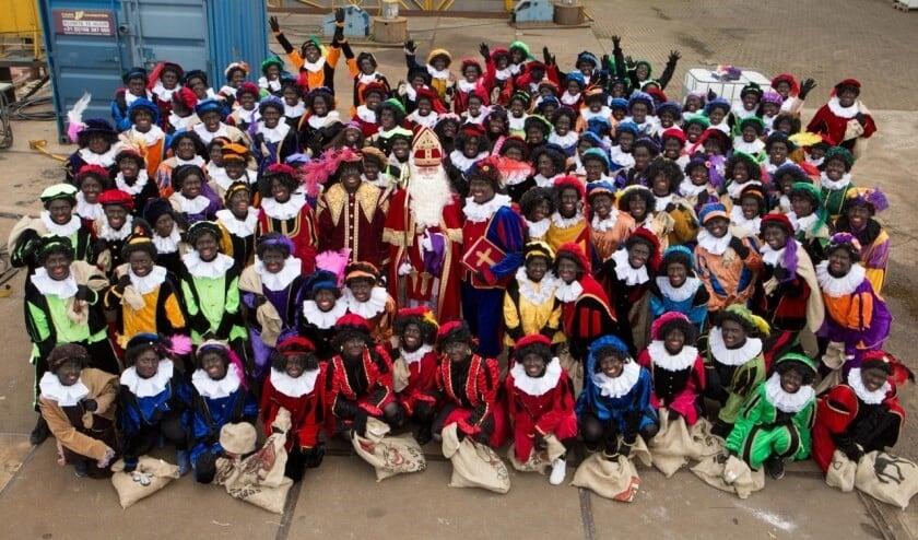 • De foto waarmee Tafelronde 140 vorig jaar de intocht van Sinterklaas en zijn Zwarte Pieten aankondigde.