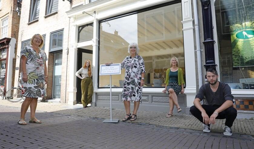 • Barbara van Ruijven, Dieuwertje Stevens, Truus Beumken, Margreet Alting en Patrick de Wit.