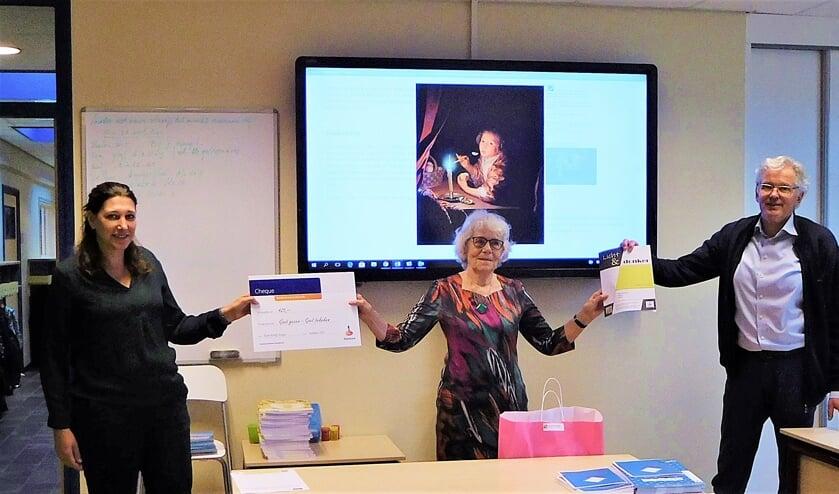 Op maandag 28 september zijn de werkboeken in het bijzijn van Rianne Bot van de Rabobank op CBS De Bron in Molenaarsgraaf afgeleverd.