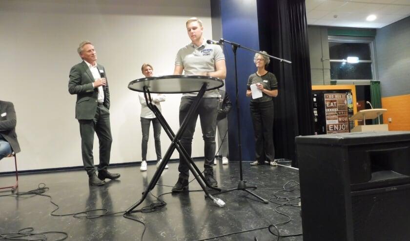 Dylan Ribbers, Anne-Fleur de Haas en Bram de Keijzer waren te gast namens de jongerenraad.