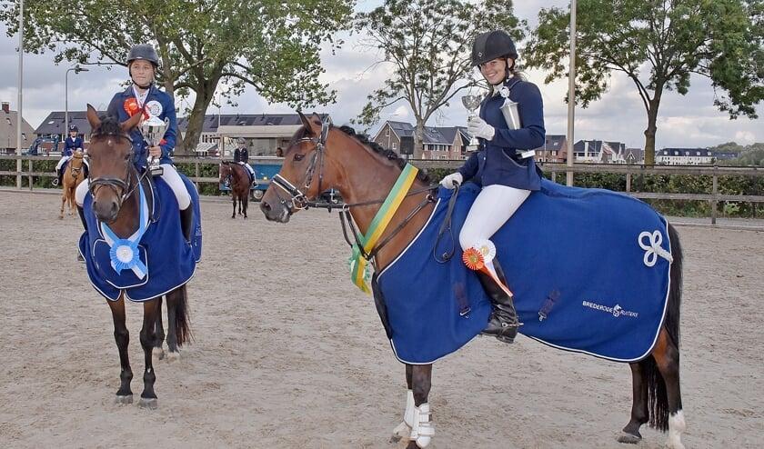 • fotobijschrift: Clubkampioenen van de Brederode Ruiters en Stal Bosgoed.