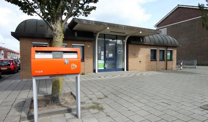 • Het voormalige postkantoor  aan de Meidoornstraat.