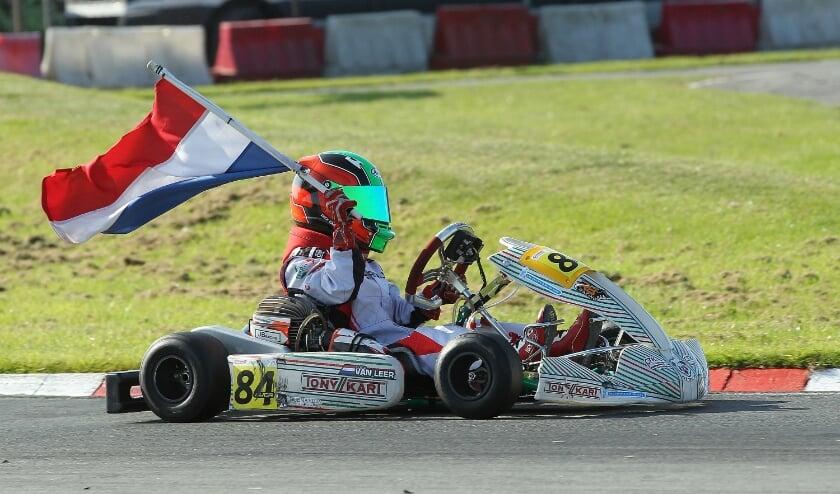 <p>• Luca van Leer rijdt zijn ereronde.</p>