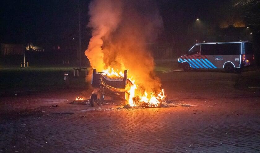 In Rijswijk werd Oudejaarsavond een aanhangertje in brand gestoken.
