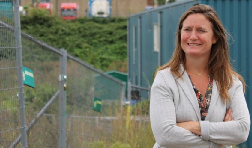 <p>• GroenLinks-Kamerlid Suzanne Kröger bracht vorig jaar een bezoek aan het EMK-terrein in de Krimpense Stormpolder.</p>