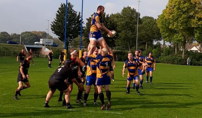 <p>Rugbyclub de Duuvels werd door de Scrumboks eenvoudig opzij gezet.</p>