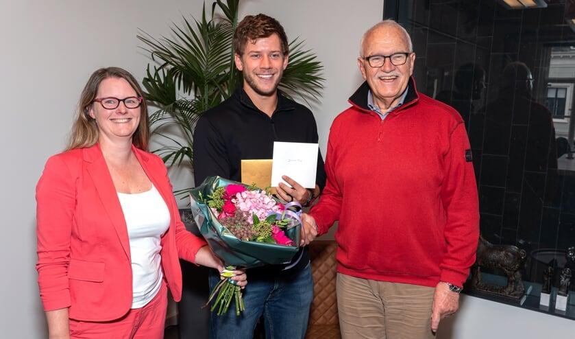 Julian Rip in het zonnetje gezet door Wethouder Tirtsa Kamstra en Jan Bruning