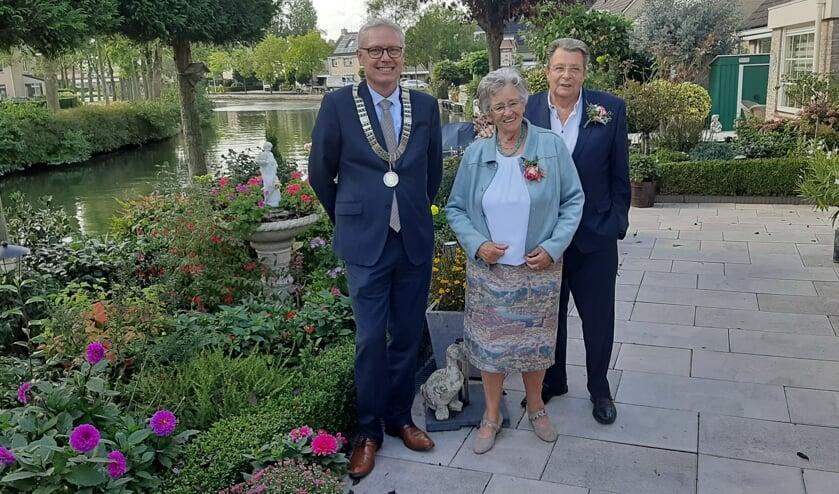 <p>Locoburgemeester Peter Bekker bezocht het 55-jarig getrouwd paar Arie en Aartje van Doesburg.</p>