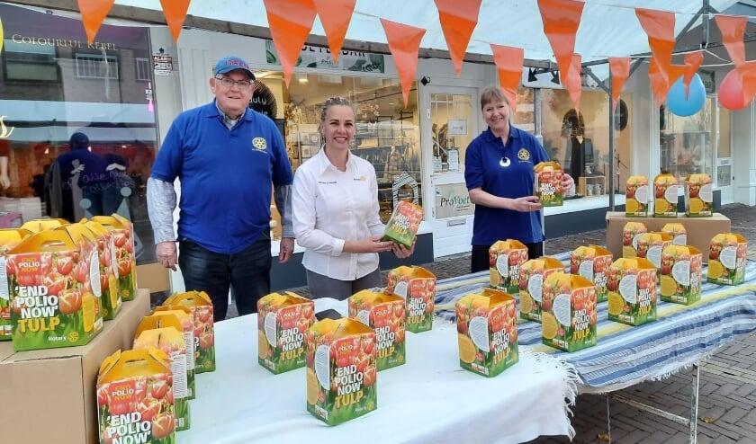Rotaryclub Geldermalsen verkoopt tulpenbollen voor het goede doel.