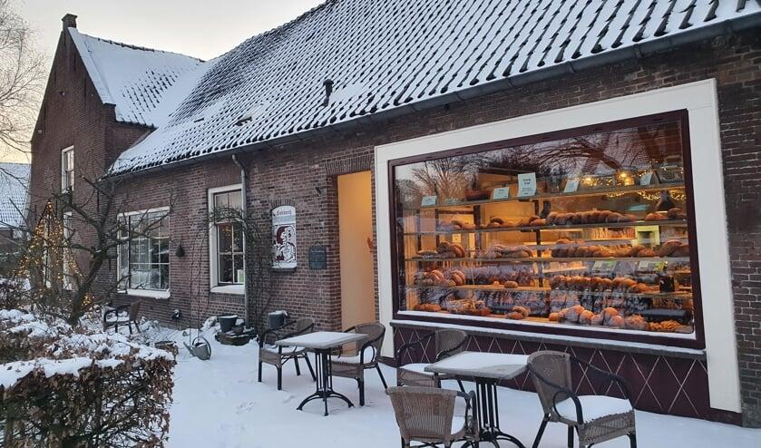 <p>De bakkerij en winkel zijn gevestigd aan de Torenstraat.</p>