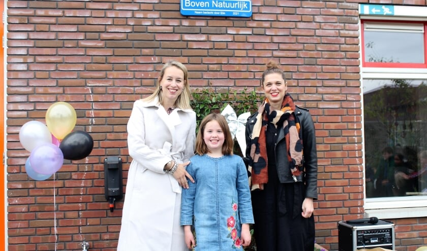 • Bedenker van de naam Boven Natuurlijk Elin (midden), tussen Ellen Aarts (links) en Karin Lammers (rechts).