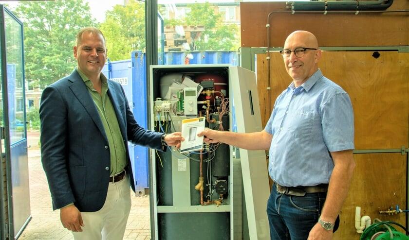 <p>• Docent Wouter Kooij (links) en teamleider Leo Dane zijn bijzonder tevreden met de nieuwe apparatuur.</p>