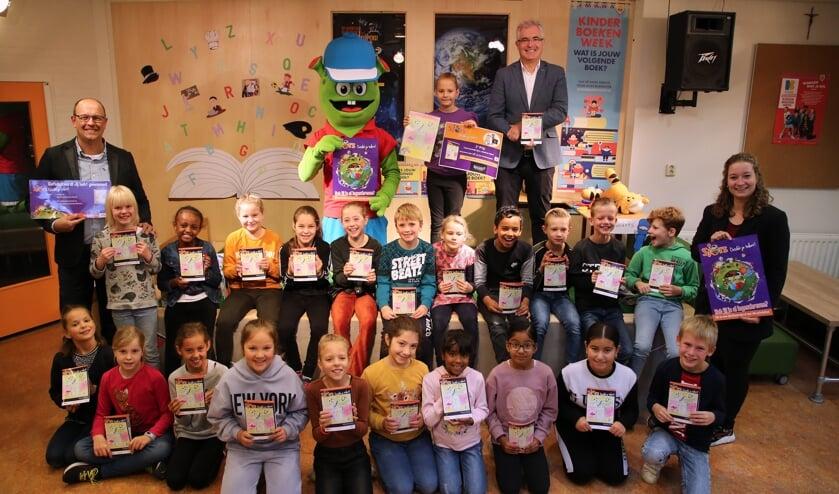 <p>&bull; Kinderen van groep 5 van basisschool de Franciscus met het boekje &#39;Sjors, ontdek je talent!&#39;.</p>
