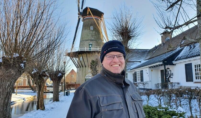<p>• Marc Molenaar in een besneeuwd landschap voor molen Den Arend.</p>