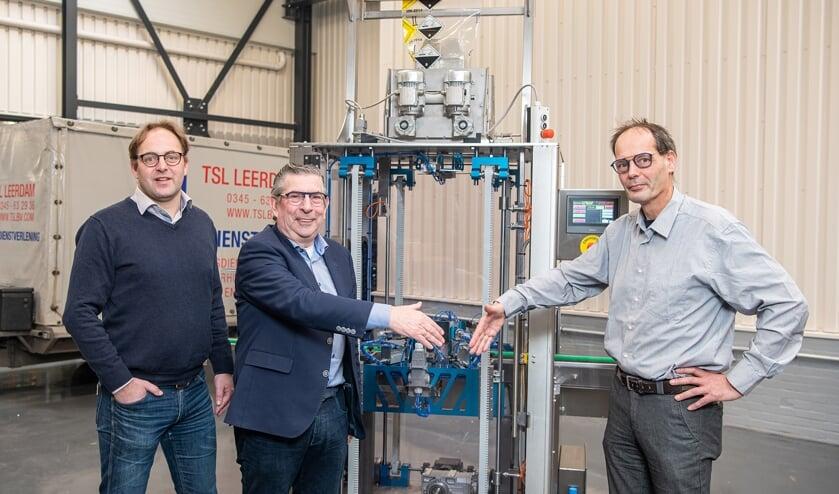 <p>&bull; V.l.n.r.: Sijmen van der Vlies en Leo Verkerk van TSL Machinebouw en John Temminck van JH Techniek.</p>