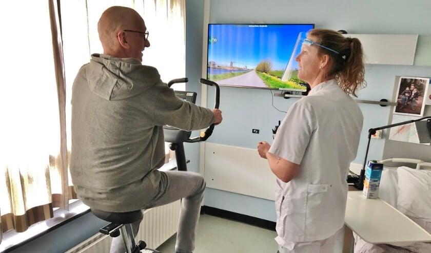 Patiënten die langdurig hun kamer niet uit mogen, kunnen met de hometrainer en het 'Fietslabyrint' zelf aan hun conditie werken.