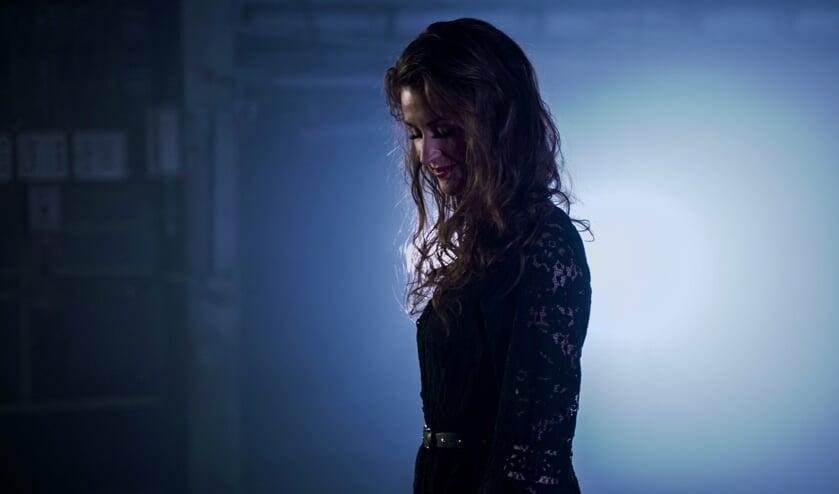 • Annemarie Bergstra tijdens de opnamen voor de videoclip bij het nummer 'Take the Cloud'.