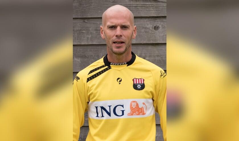 Doelman Raymond Klootwijk plakt er nog een jaar aan vast.