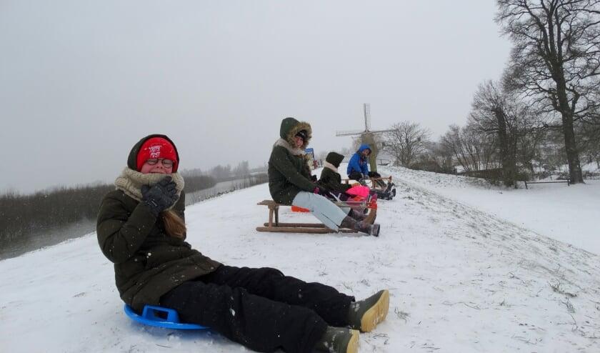 • Veel sneeuwpret bij het kasteel in Waardenburg.