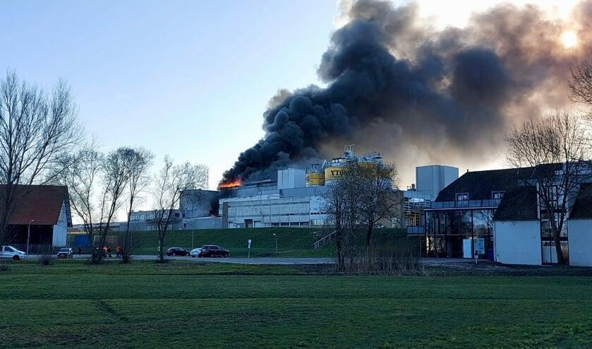<p>• Grote brand bij Xella in Vuren.</p>