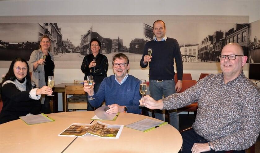 • Stichting MUS, MZ Vastgoed BV en Christina Noppe van Huisartsenpraktijk De Wiel tekenden vorige week een intentieovereenkomst voor nieuwbouw op de Broekgraaf.