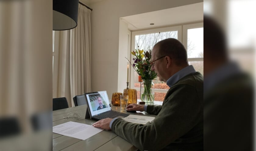 Burgemeester Segers in gesprek met Richard Schenkeveld