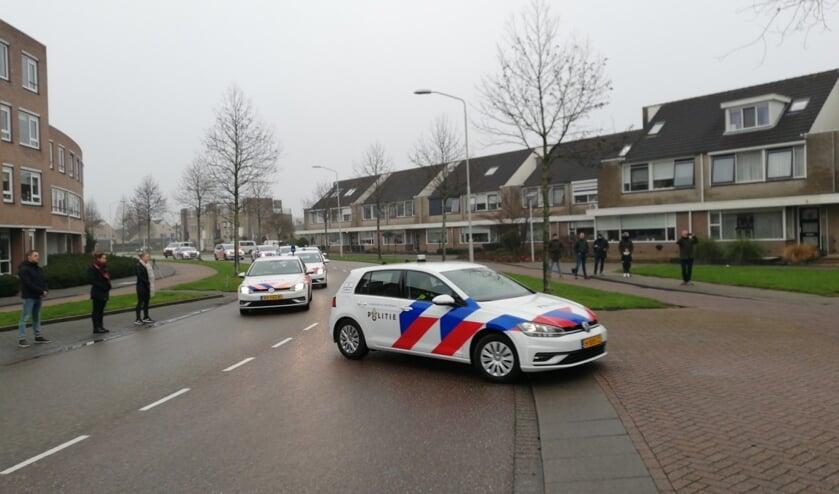 <p>• De stoet politiewagens rijdt langs het huis van de ernstig zieke collega.</p>