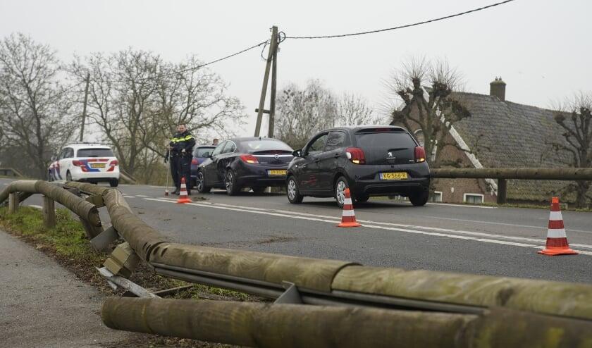 <p>• De houten geleiderail raakte flink beschadigd als gevolg van het ongeluk.</p>