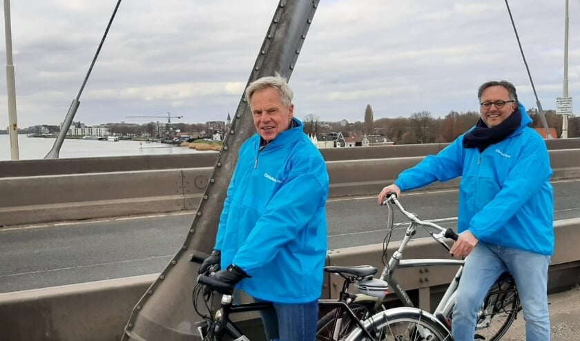 •  Jaco van Erk (rechts) en Alfred Romeijn (fractiesecretaris) met een korte foto pauze.