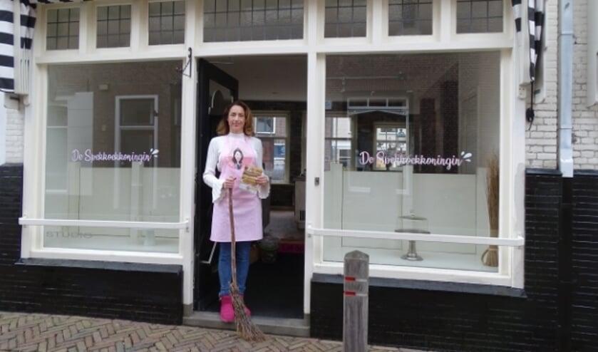 <p>Jessica Chang Sing Pang is de Spekkoekkoningin die binnenkort haar winkel opent in de Peperstraat.</p>